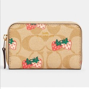 🆕Coach Strawberry Zip Around Card Case🍓
